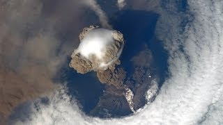 getlinkyoutube.com-VOLCANO ERUPTION VIEW FROM SPACE!! AMAZING JANUARY 31, 2014