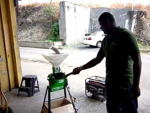 Picadora de Pasto y Trituradora de Granos www.torotrac.com