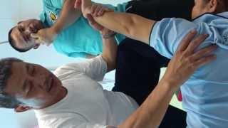 getlinkyoutube.com-Thara Thai Massage - นวดแก้อาการไหล่ติด(ด้านหน้า ที่มีอาการไพล่หลังไม่ได้)