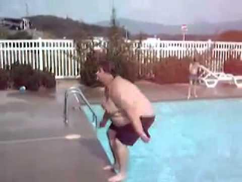 Grubas robi Backflipa do wody!! - Fat Man Doing a Backflip!