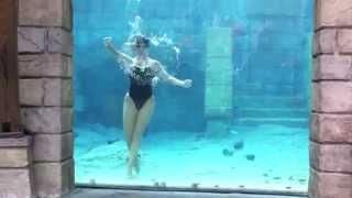 getlinkyoutube.com-Female diver underwater performs cool tricks underwater
