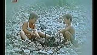getlinkyoutube.com-My tři a pes z Pětipes - world through magnifying glass - music by Luboš Fišer