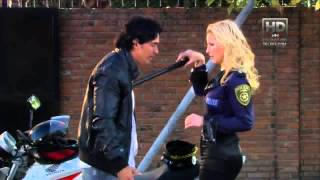 getlinkyoutube.com-Dulce Amor - Victoria Bandi POLICIA