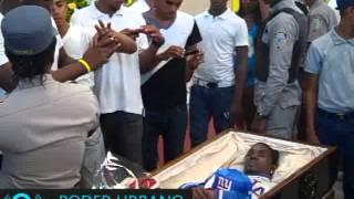 getlinkyoutube.com-Velatorio cadáver de Monkey Black en el Club Los Mina