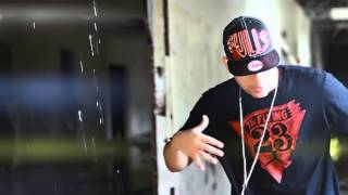 getlinkyoutube.com-Juanka El Problematik Ft. Cirilo - Jodedor De Los 90 (Official Video)