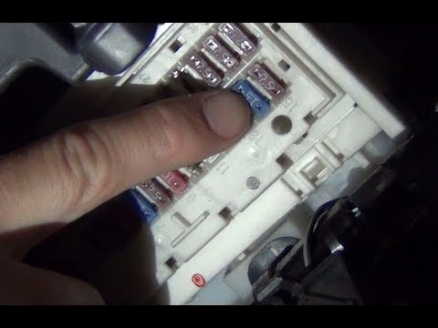 Замена предохранителя №25 передних противотуманных фар в тойоте королла Е150