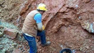 getlinkyoutube.com-Large Clusters being dug by Bobby Fecho at Bear Mountain Crystal Mine in Mount Ida, Arkansas