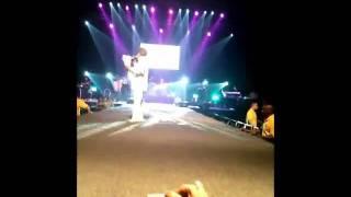 getlinkyoutube.com-حمله به داریوش دردبی در شب کنسرت 4 فروردین 1390