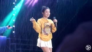 getlinkyoutube.com-[FANCAM]20150723 롯데러블리영콘서트 : 레드벨벳 -  Icecream Cake(Seulgi in the rain)