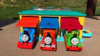 getlinkyoutube.com-Thomas and Friends Toy Trains Percy Disney Cars Lightning McQueen Thomas y sus Amigos