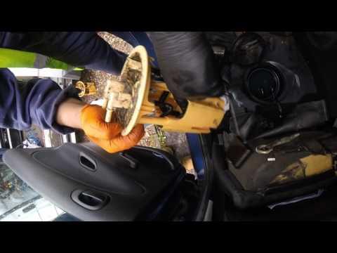 Kак поменять датчик уровня топлива Peugeot/How to change fuel sender