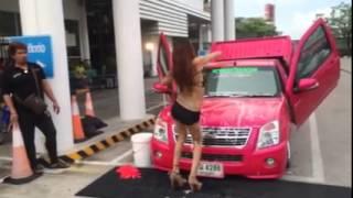 getlinkyoutube.com-พริ้ตตี้ โชว์ล้างรถ หุ่น sexy สุดๆ
