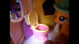 Applejack stuck in a bathroom