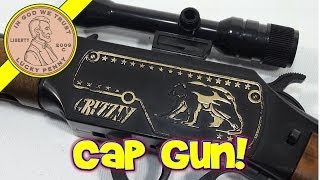 getlinkyoutube.com-Grizzly Cap Gun Lever Action Cowboy Western Rifle, by Edison Giocattoli