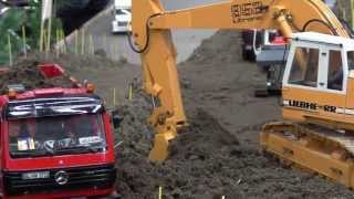 getlinkyoutube.com-RC MACHINERY STRONG WORK OF THE RC ROADWORKS, CONSTRUCTION ZONE, RC BUILDING SITE 2013