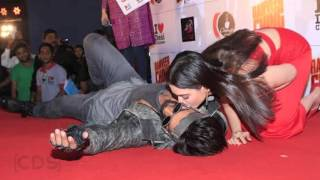 Tamanna Bhatia KISSING Ranveer Singh On Stage In Public !!
