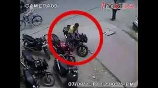 Bandidos roubando moto com injeção direta e quebrando a trava de direção!
