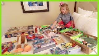 getlinkyoutube.com-She Won the Toy Lottery!