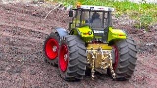 getlinkyoutube.com-RC Tractor ACTION! John Deere, Claas & Fendt at work.