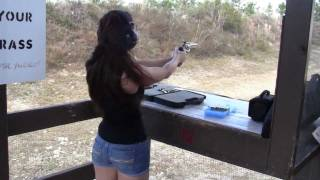 getlinkyoutube.com-Girls Shooting .357 Magnum Revolver