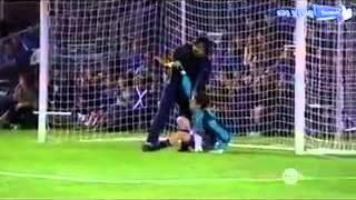 getlinkyoutube.com-فداکاری تا سر حد مرگ در فوتبال!