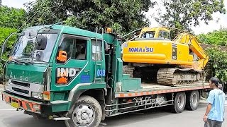 getlinkyoutube.com-Fuso Self Loader Truck Moving Excavator PC100 Komatsu