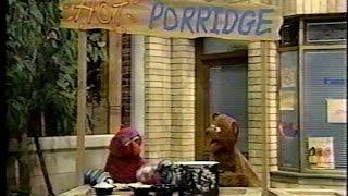 getlinkyoutube.com-Sesame Street - Baby Bear Sells Porridge On a Hot Day