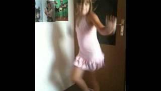 getlinkyoutube.com-Julia - Shakira - Waka Waka