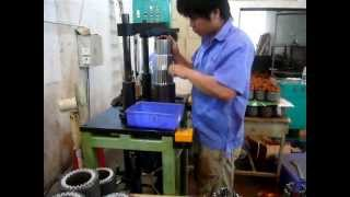 getlinkyoutube.com-DLM-5B Simple Motor Stator Coil Inserting Machine.avi