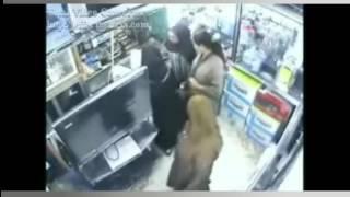 getlinkyoutube.com-شاهد أخطر عملية سرقة les voleuses au maroc