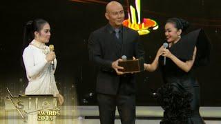 getlinkyoutube.com-Deddy Corbuzier dapet kejutan dari Julia Perez & Syahrini [Silet Awards] [13th 26 Okt 2015]
