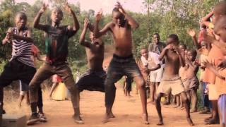 getlinkyoutube.com-Masaka Boys Dancing Viva Africa