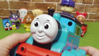getlinkyoutube.com-きかんしゃトーマス おもちゃとカラーボール Thomas And Friends Toys with Color Ball