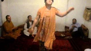 getlinkyoutube.com-18 Years Afghan Girl Dance On Rabab