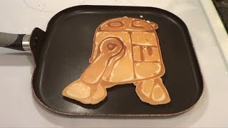 getlinkyoutube.com-How to Make Star Wars Pancakes (Pancake Art of 15 different Star Wars designs)