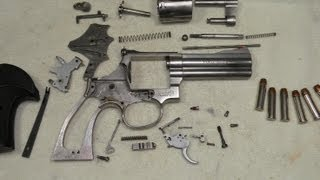 getlinkyoutube.com-Revólver Smith & Wesson 686 - Desarme Completo y Funcionamiento Interno