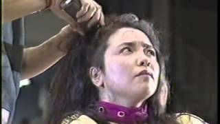 getlinkyoutube.com-女子プロレス 敗者髪切りマッチ 風間ルミ 断髪 丸坊主