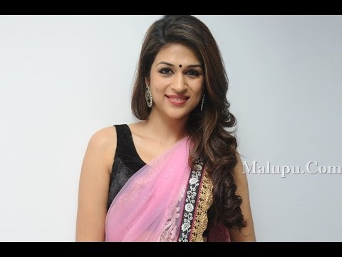 actress Shraddha Das hot in saree