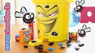 getlinkyoutube.com-Jakubo Caixotinho Ñam Ñam - Juego de Mesa con cubo de basura y moscas