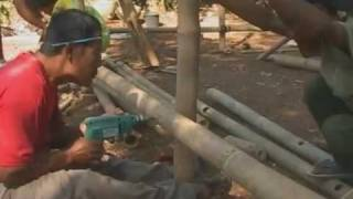 getlinkyoutube.com-Indonesia: building bamboo shelters