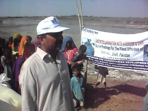 Flood affected families video during distribution by AHD team.AVI