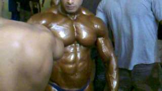 getlinkyoutube.com-Mr.India 2010 Indian bodybuilder Suhas Khamkar backstange oiling