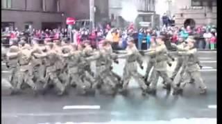 getlinkyoutube.com-Военный парад в честь дня независимости с комментариями сотрудника пожарной службы Эстонии