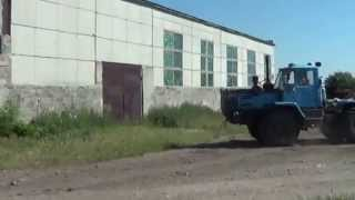 getlinkyoutube.com-НЕ УДАЧНО дергают пеньки трактором МТЗ-82,Т-150К