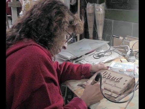 Desenho em madeira reciclada