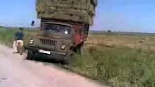 getlinkyoutube.com-Упал грузовик