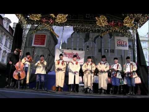 PRAHA - koledování TETEK z Kyjova a Horňáckého mužského sboru na Staroměstském náměstí 6