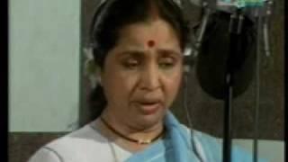 getlinkyoutube.com-Asha Bhosle - Marathi Live - jiwalaga kadhi re yeshil too