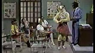 getlinkyoutube.com-La carabina de ambrosio - La Escuelita - Chabelo llega tarde