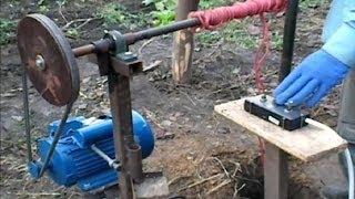 getlinkyoutube.com-Burghiu manual pentru forat puturi de apa-Demonstratie- 2013-Partea 1